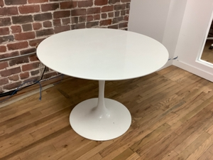Table Round with Pedestal Base